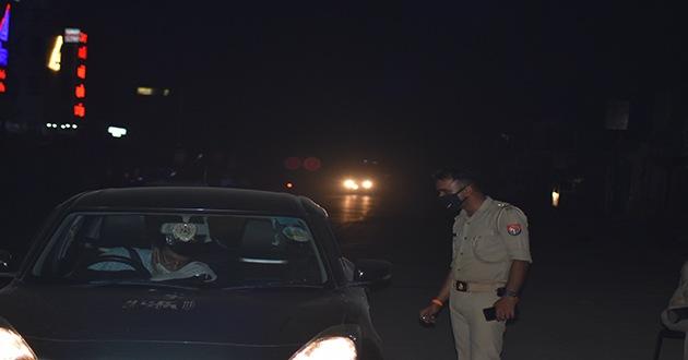 वाराणसी के दारोगा सुनील कुमार गोंड ने किया 16 गाड़ियों का चालान